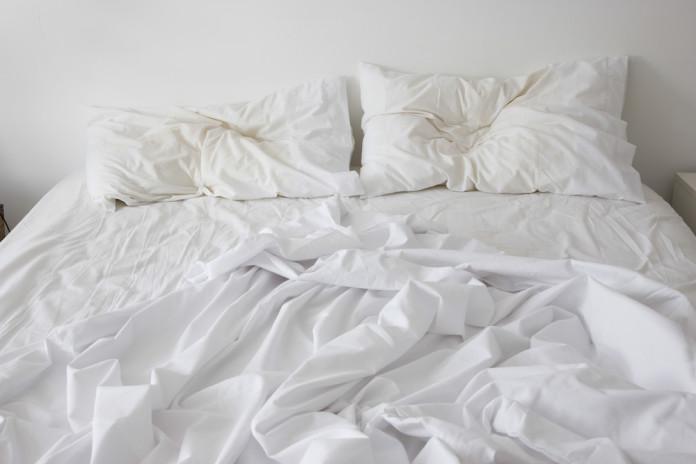 ¿Por qué lavar tus sábanas más seguido?