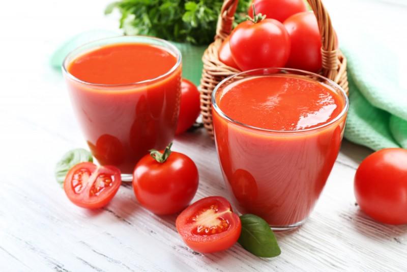 Jugo de tomate y pepino