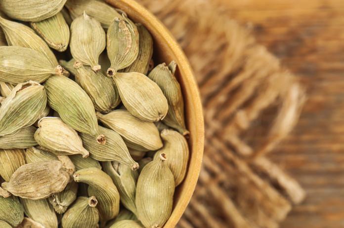 Beneficios y propiedades del cardamomo